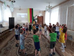 Еврейский танец в группе №8